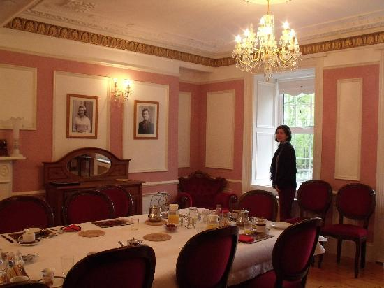 Dundrum House: Behold -- your breakfast room!
