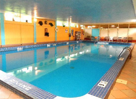 indoor pool picture of hudson valley resort and spa. Black Bedroom Furniture Sets. Home Design Ideas