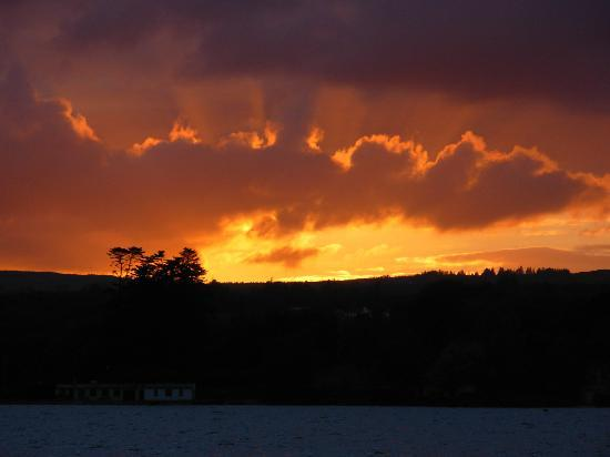 Lakeside Holiday Park: sunset on lough