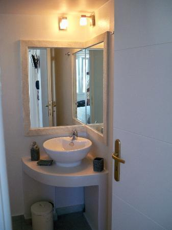 Porto Raphael Residences & Suites: bathroom2