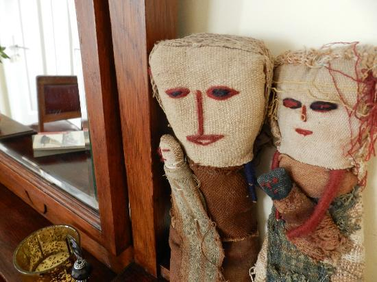 Casa Sarandi Guesthouse: asa Sarandi has a lots of arts and crafts from our travels to different countries in Latin Ameri