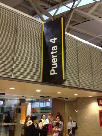 Fiesta Inn Aeropuerto Ciudad de Mexico: Sammelplatz am Flughafen für Shuttle