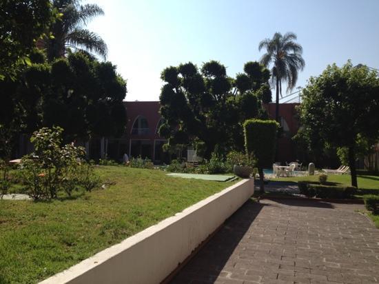 Fiesta Inn Aeropuerto Ciudad de Mexico: Innenhof des Hotels