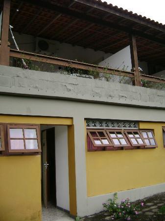 Pousada La Dolce Vita: Em cima a varanda do quarto mais caro, em baixo o quarto mais barato