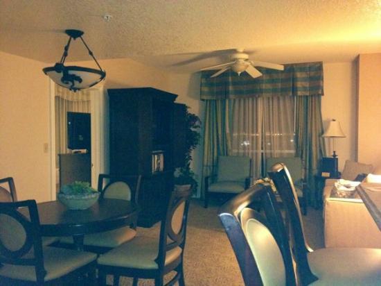 Wyndham Grand Desert: Living room