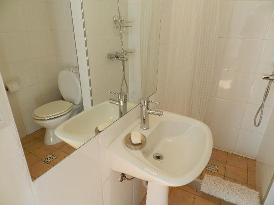 Casa Sarandi Guesthouse : Bathroom in the Sirena room