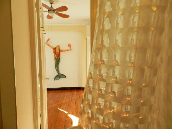 """Casa Sarandi Guesthouse : The infamous """"sirena"""" as seen from the bathroom."""
