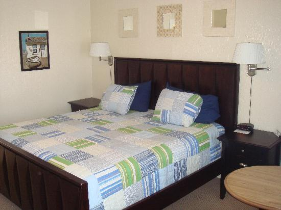 The Coast Village Inn & Cottages: King Room