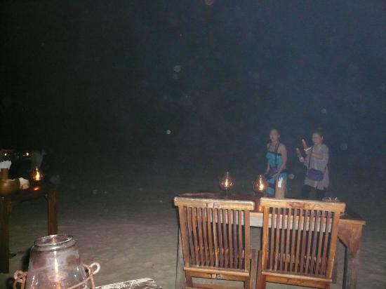 Teba Cafe Jimbaran: tavoli in spiaggia