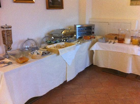 Hotel Cascina Canova: Breakfast buffet