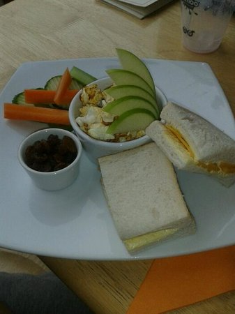 Dornoch Patisserie and Cafe: Childrens platter .. half a sanwich, fruit, veg and popcorn .. my son loved it