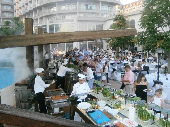 Liberty Hotels Lara: Outside buffet