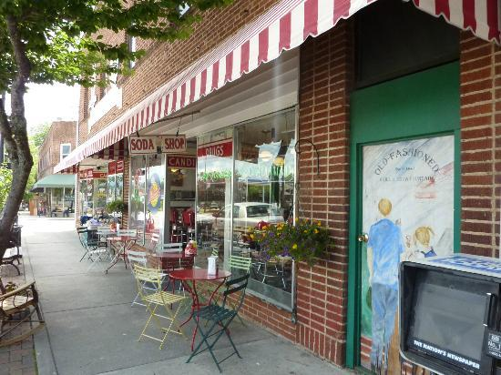Rocky's Grill & Soda Shop : Front of soda shop