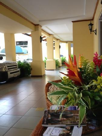 Apartotel & Suites Villas del Rio: the front porch