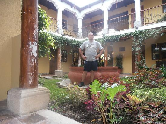 Hotel Los Pasos: courtyard