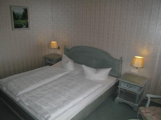 Hotel am Markt: Room, bed