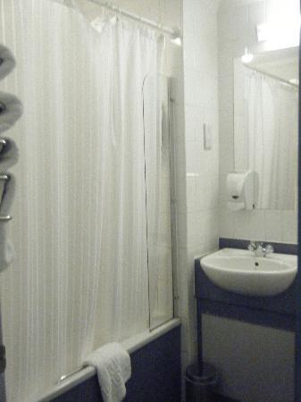 Diamond Lodge: shower