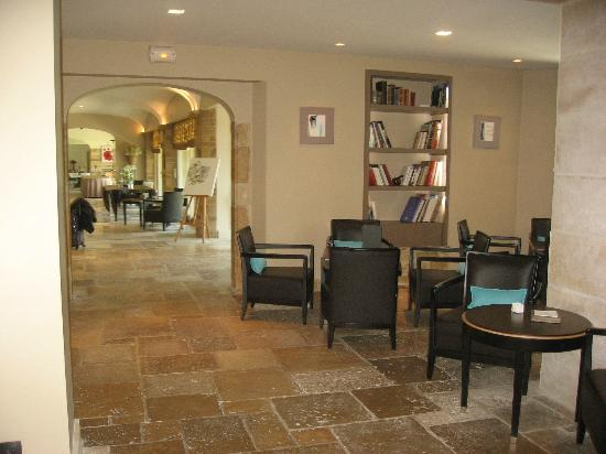 Relais & Chateaux - Hostellerie de Levernois : From bar looking toward lobby