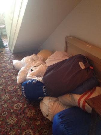 Innkeeper's Lodge Maidstone: Bags of laundry on landing.