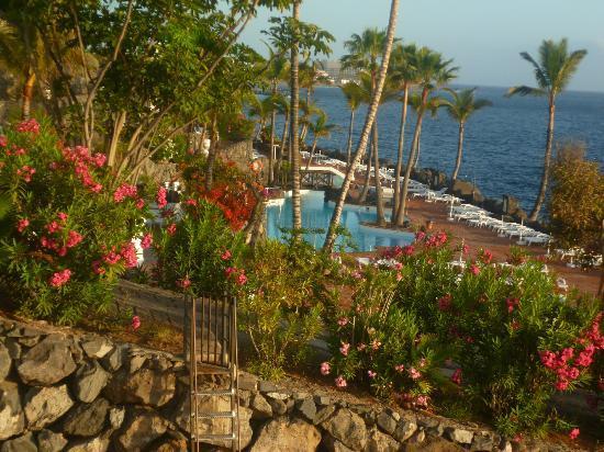 View of las rocas beach club picture of hotel jardin for Las rocas tenerife