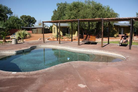 Kalahari Anib Lodge: piscina