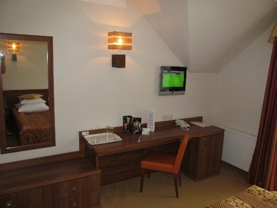 Dworek Morski Mielno: Room, desk with TV