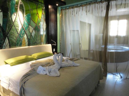 Camera con vasca idromassaggio in camera   picture of hotel ...