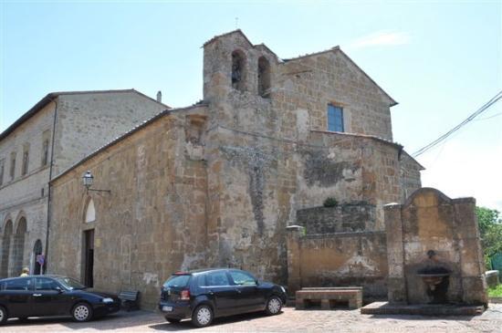 """Grab des Ildebrando: Kirche """"Santa Maria"""" aus dem 12 Jht."""