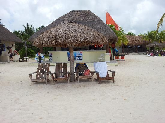 Parque Nacional Chankanaab: seating at the beach - this is included in your entrance