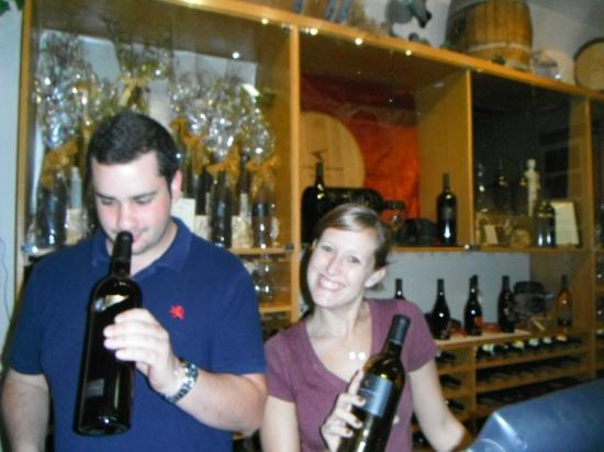 Goosecross Cellars: Friendly staff...yes I want more wine!
