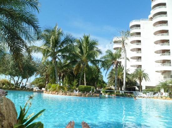 Hotel Venetur Margarita: Vista da piscina para o hotel