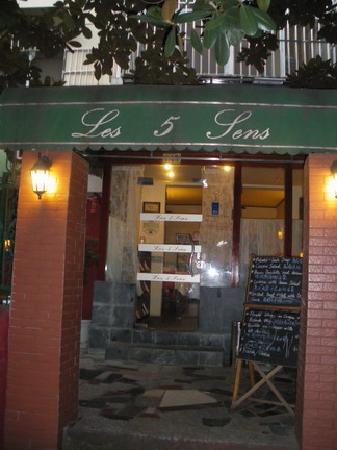 Le Shang Restaurant: Entrance day time