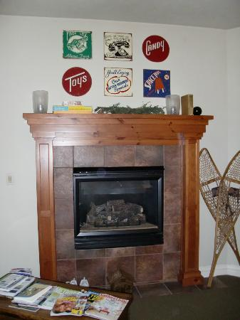Lodgings at Pioneer Lane: Cabin Room Fireplace!  There's even games in here!