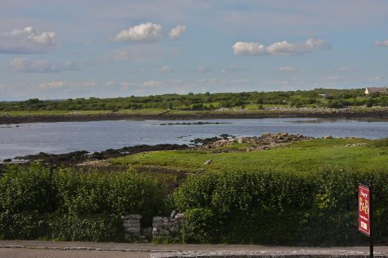 Dungory B&B: One of the views of the Kinvara Bay (Rm 1 - Family room)