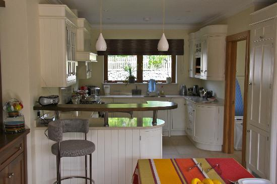 Dungory B&B: Kitchen - help yourself ;-))