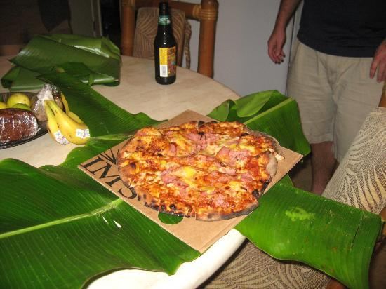 Hana Paradise Cottages: Hippy Pizza