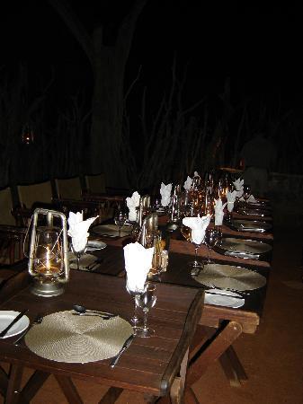Motswiri Private Safari Lodge: Dinner area at night
