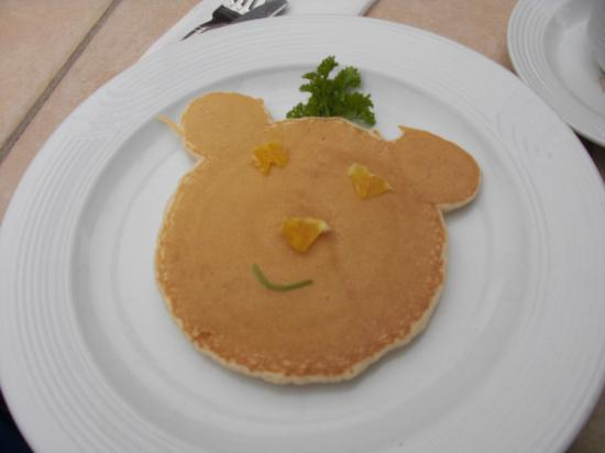 Estero Beach Hotel & Resort: Kids pancake