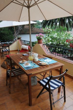 B&B Il Melograno : La colazione in terrazza