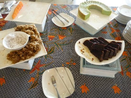 Jewels Hotel: breakfast desserts