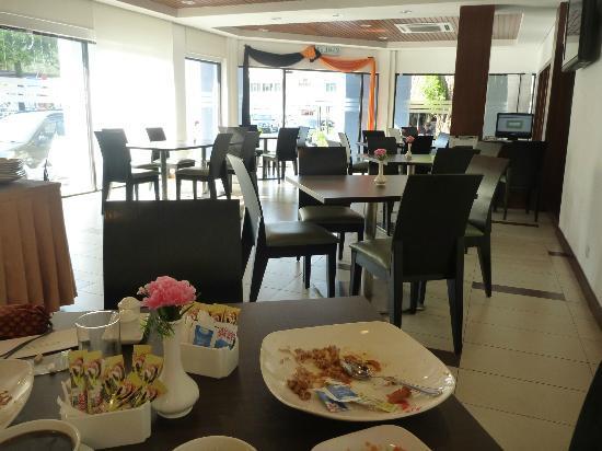 Jewels Hotel: breakfast room