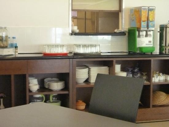 Jewels Hotel: juice and water area