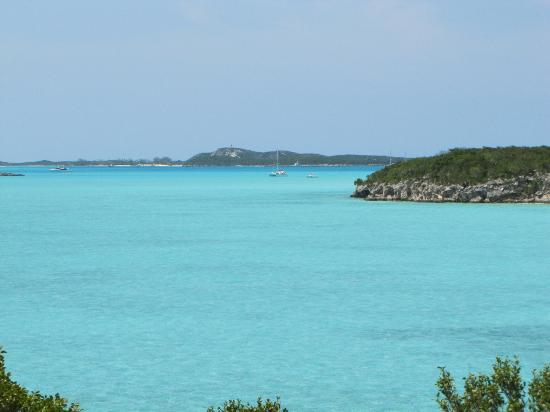 Augusta Bay Bahamas: view from the beach- you can walk forever