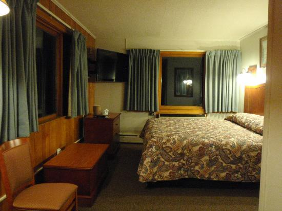 Davis, WV: Lodge room w/ king bed