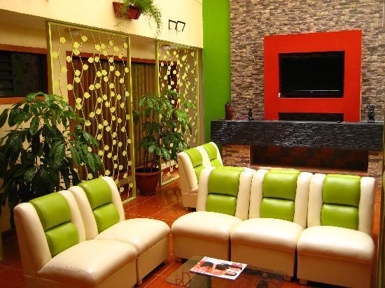 El Mariscal Cusco: Hall principal del hotel, cálido y acogedor.