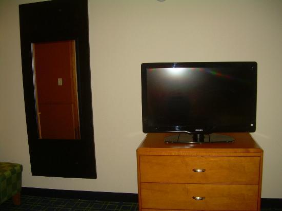 Fairfield Inn & Suites Laredo: Bedroom TV