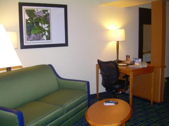 Fairfield Inn & Suites Laredo: L/R