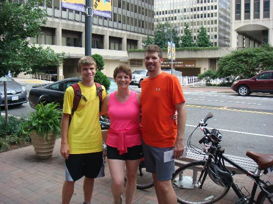 Bike the Big Capital: Smiles...great tour