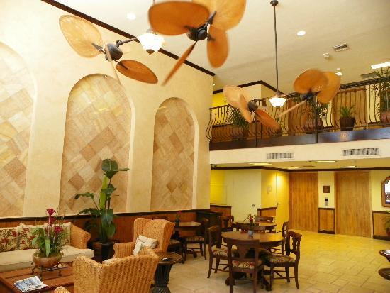 Bayfront Inn 5th Ave: HOTEL LOBBY AREA