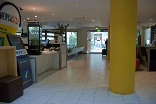 Ibis Newcastle: Hotel foyer